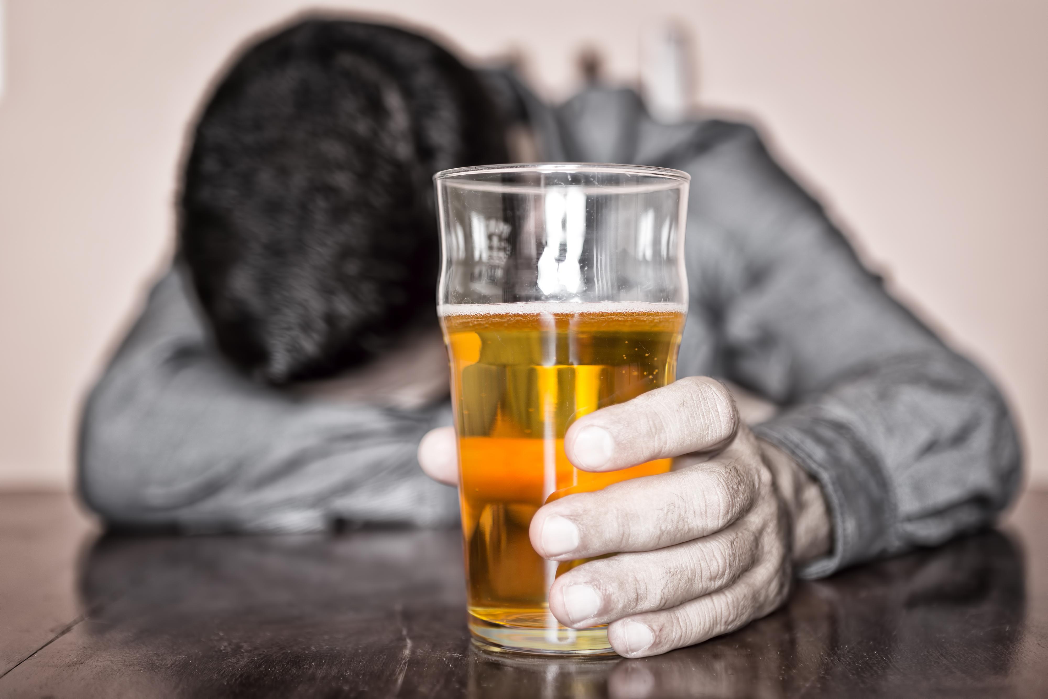 Vshivanie las ampollas del alcoholismo por ukraine